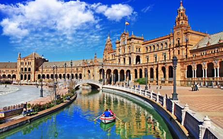 Visit the beautiful city of Seville: